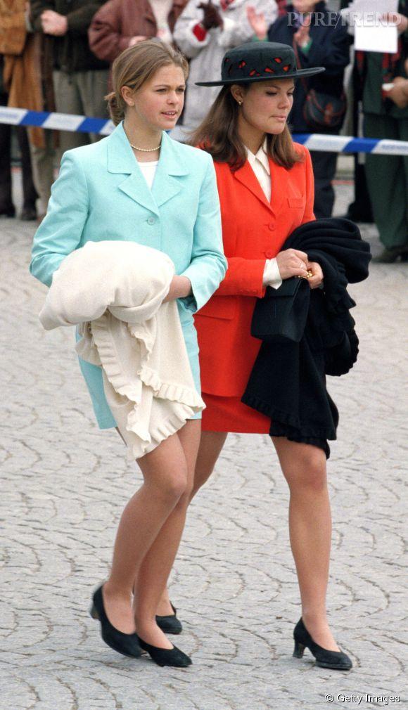La princesse Victoria de Suède et sa soeur en tailleurs à 19 et 14 ans.