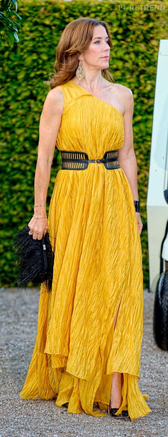 La princesse Mary s'affiche dans une sublime robe d'inspiration bohème.