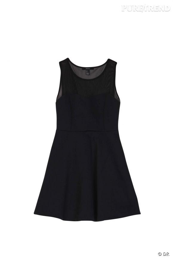 Parce que qui dit rentrée dit forcément soirée habillée, Forever 21 propose cette adorable petite robe noire. Elle se porte en journée avec des boots ou une paire de sneakers flashy. En soirée, des stilettos lui font prendre une dimension glam. Une pièce incontournable.