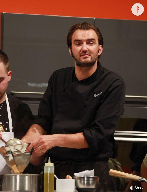 """Le nouveau défi culinaire de Cyril Lignac ? Lutter contre le gaspillage alimentaire avec l'émission """"Gaspillage alimentaire, les chefs contre-attaquent"""", sur M6 dès le 7 octobre 2014."""