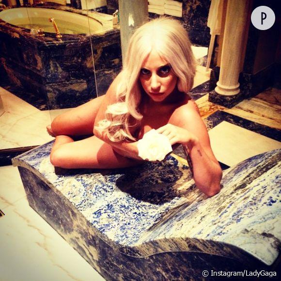 Lady Gaga titille sur Instagram depuis Athènes où elle donnera un concert le 19 septembre 2014 dans le cadre de son artRAVE: The ARTPOP Ball tour.