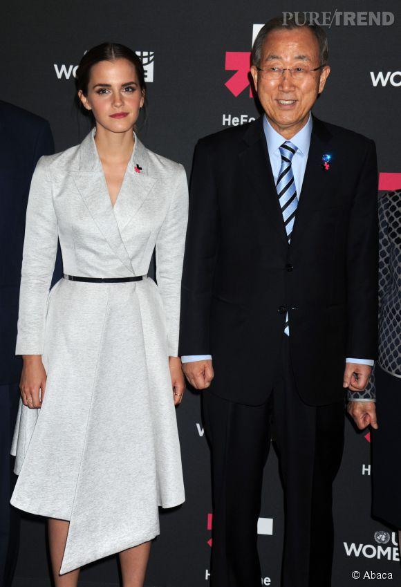 Emma Watson très chic pour son intervention à la tribune de l'ONU de New York. Elle pose aux côté de  Ban Ki-moon,  huitième secrétaire général des Nations unies.