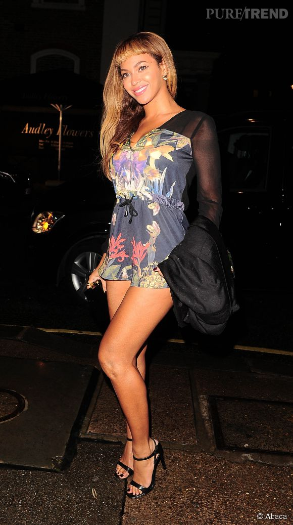 Beyoncé, mini combi et micro frange à Londres !