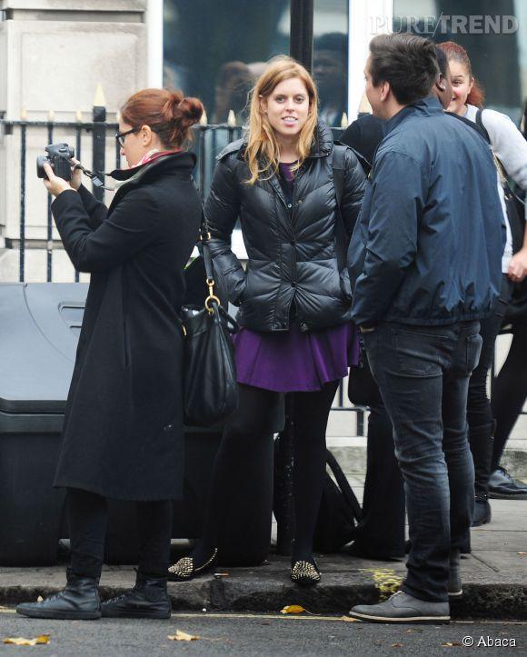 Le 30 octobre dernier, la princesse Béatrice d'York a été aperçue dans les rues de Londres, chapotant le tournage d'une vidéo dont le sujet pour l'heure inconnu.