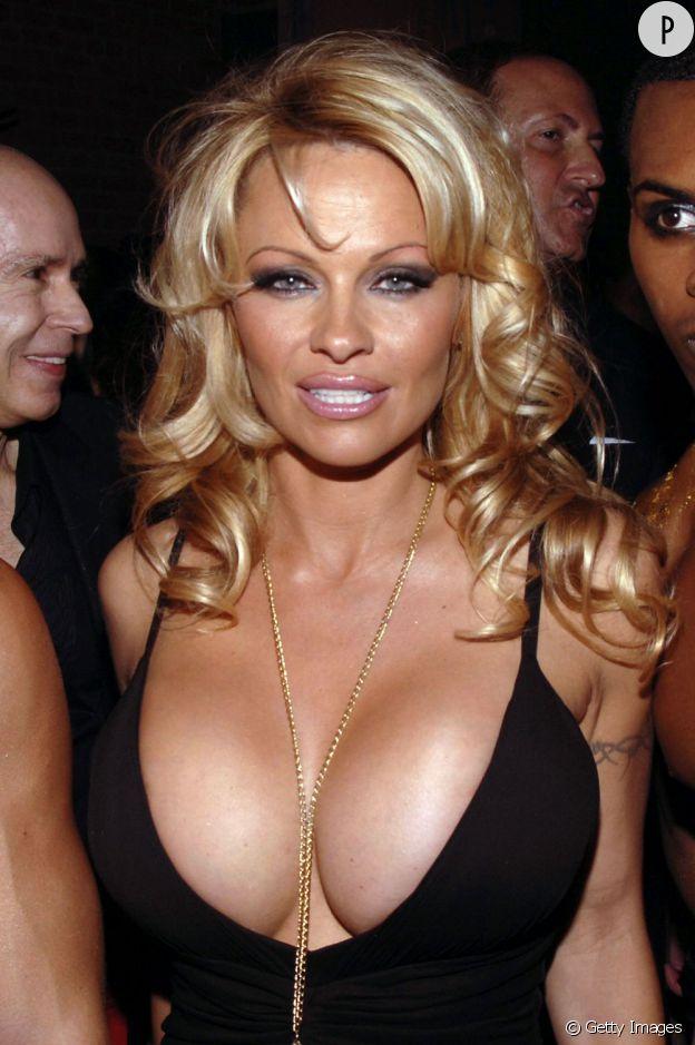 Adepte de la gonflette, Pamela Anderson fait parfois peur. Très peur.