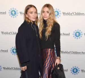 Les jumelles Olsen posent côte à côte. Elle est loin l'époque à laquelle les deux frangines se ressemblaient !