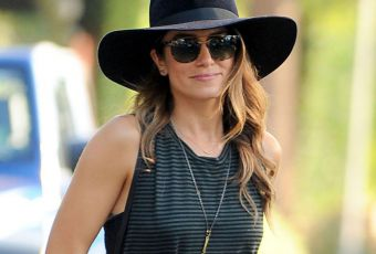 Nikki Reed : robe longue et sex-appeal, on copie le look
