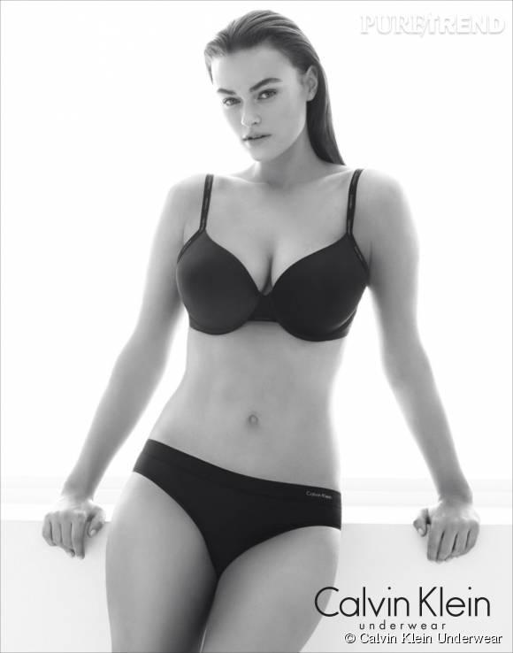 """Myla Dalbesio, avec sa taille 40, affiche un corps féminin """"normal"""" et harmonieux. Le top a été choisi par la marque Calvin Klein pour être l'égérie de sa nouvelle campagne de lingerie."""