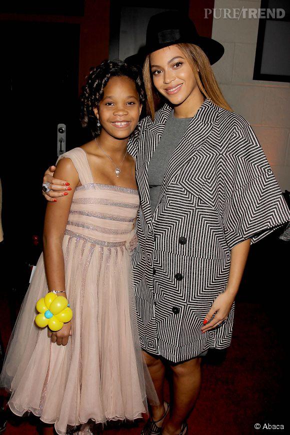 """Beyoncé a posé avec Quvenzhané Wallis, star du film """"Annie"""", le 7 décembre 2014 à New York."""