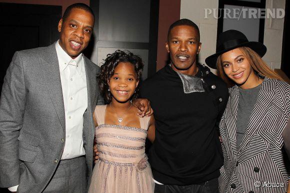 """Jay-Z, l'un des producteurs d'""""Annie """" , est venu féliciter l'équipe du film à New York."""