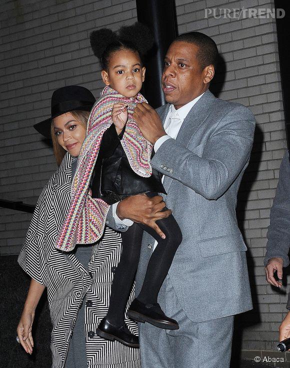Beyoncé et Jay-Z, duo chic en gris avec leur petite Blue Ivy.