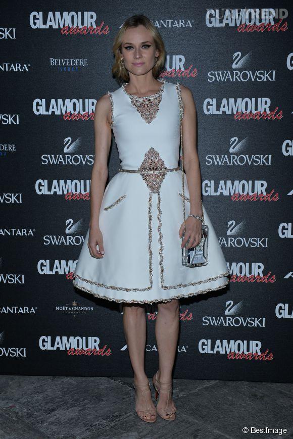 Diane Kruger fait la fête à Milan en total look Chanel.