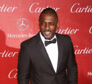 Idris Elba porte le noeud papillon à merveille, un autre bon point pour devenir l'agent 007.