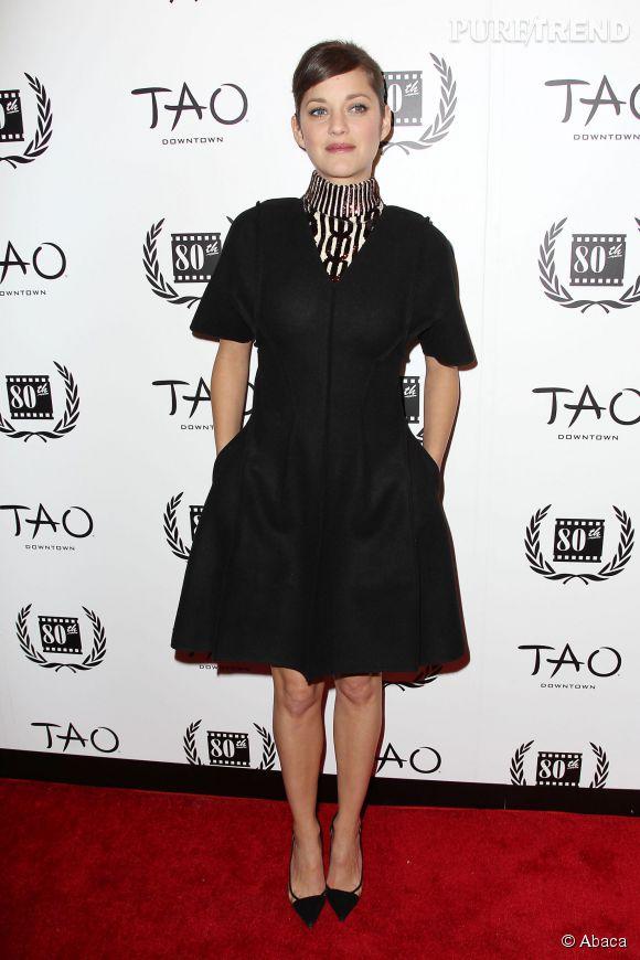 Marion Cotillard foule avec classe le tapis rouge des Film Critics Circle Awards à New York, le 5 janvier 2015.