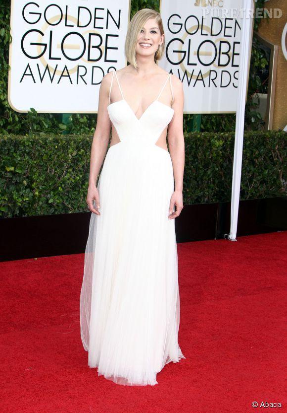 Rosamund Pike a porté une robe immaculée Vera Wang pour les Golden Globe.