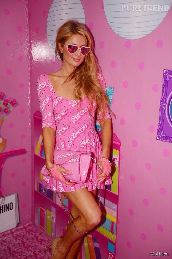 Paris Hilton et sa robe pour petite fille de 8 ans au vue de sa longueur. Attention la DJette en met plein les yeux, il ne faut pas être épileptique !