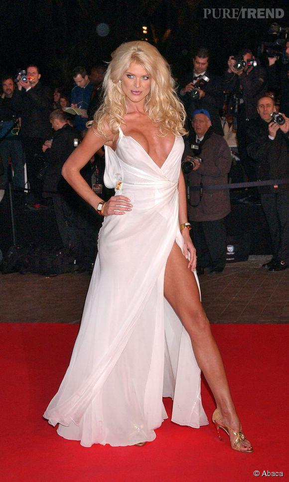 C'était en 2005, aux NRJ Music Awards, Victoria Silvstedt mettait le paquet avec cette tenue inoubliable.