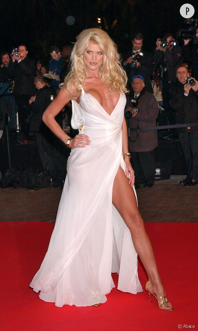 c 39 tait en 2005 aux nrj music awards victoria silvstedt mettait le paquet avec cette tenue. Black Bedroom Furniture Sets. Home Design Ideas