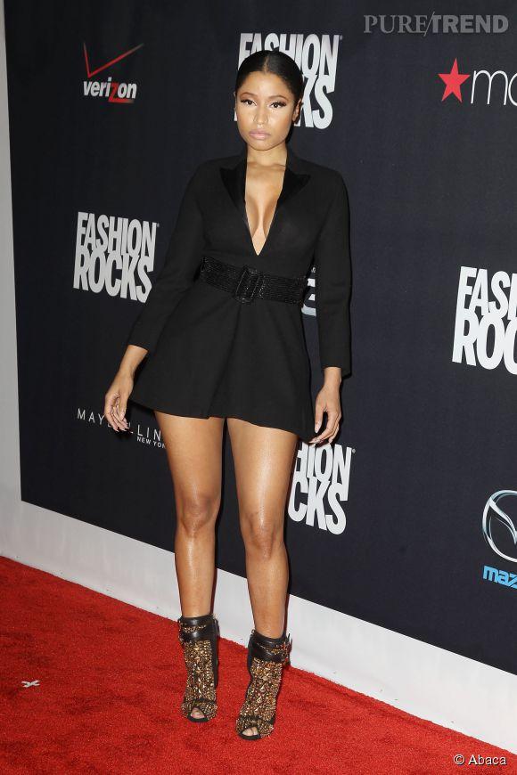 Lors des  Fashion Rocks 2014,  Nicki Minaj n'a pas réussi à choisir entre l'ultra court et le décolleté. Du coup elle a choisi les deux.