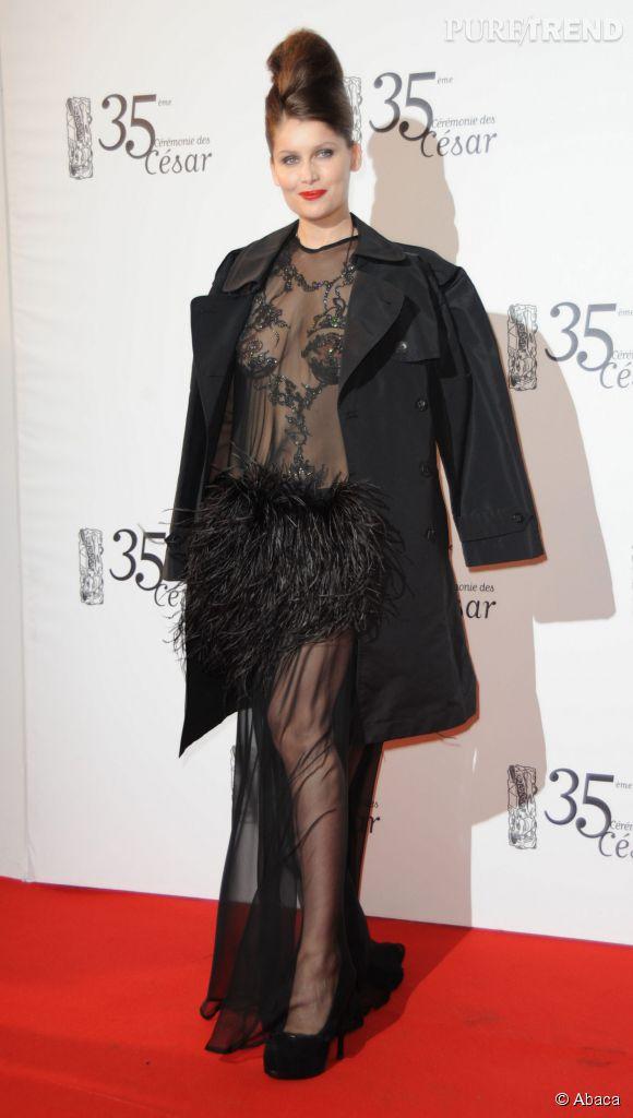 Laetitia Casta et sa tenue culte et ultra dénudée, en 2005, lors de la cérémonie des César. Bien sûr que les Frenchies peuvent rivaliser avec les Américaines !