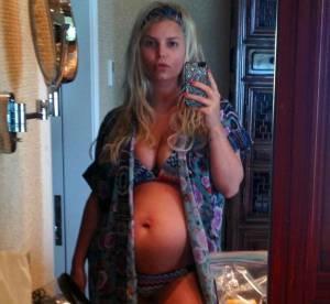 Nues et enceintes, les stars affichent leur grossesse sur les réseaux sociaux