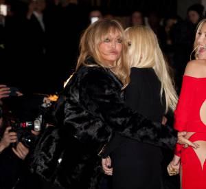 Goldie Hawn, Donatella Versace et Kate Hudson au défilé Atelier Versace Printemps-Été 2015.