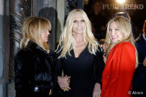 Donatella Versace bien entourée.