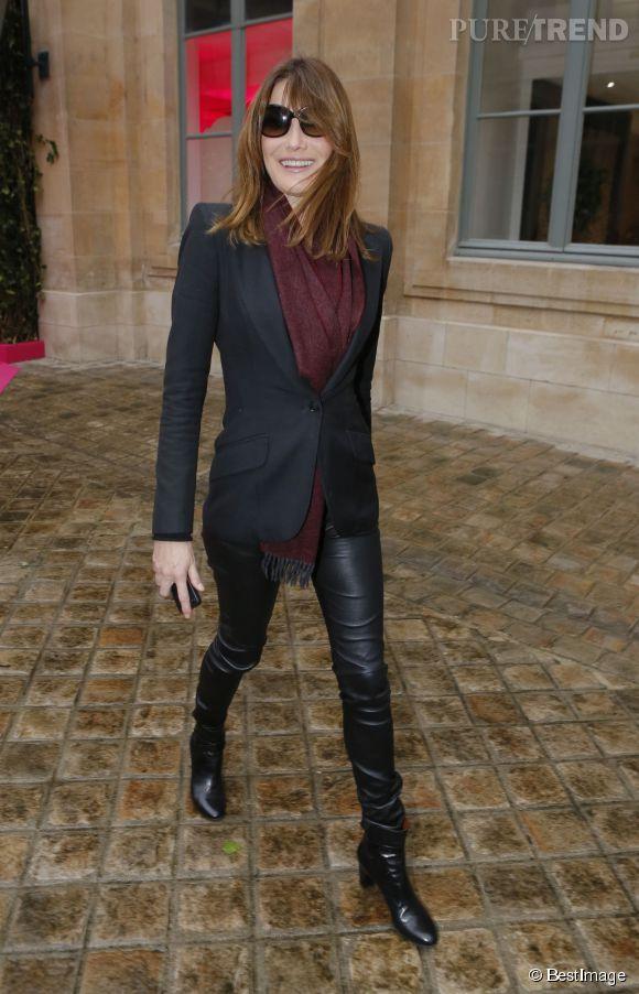 Carla Bruni à son arrivée place Vendôme pour le défilé haute couture Schiaparelli, ce 26 janvier 2015.