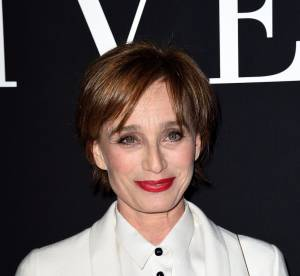 Kristin Scott Thomas, sexy en cuir pour la Fashion Week Haute Couture