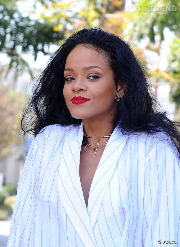 """Rihanna vient de lancer sur son compte Instagram le premier extrait de son prochain titre, """"FourFiveSeconds""""."""