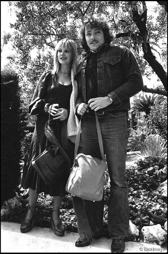 """Miou-Miou se met en couple avec Patrick Dewaere alors qu'elle tourne avec lui dans le film """"Les Valseuses"""" en 1974."""