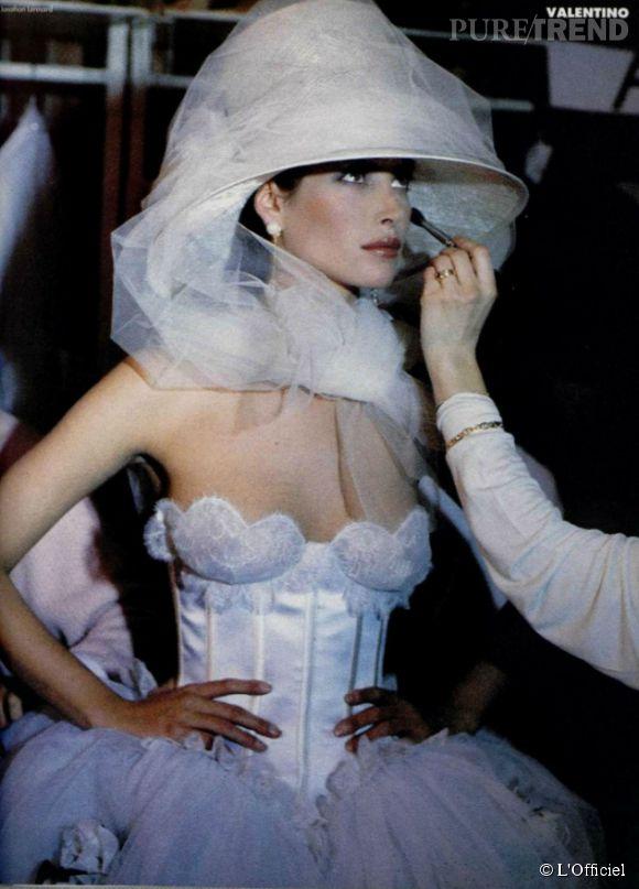 L'Officiel de la Mode, mars 1993, avec Christy Turlington pour Valentino.