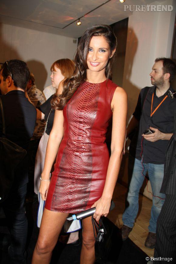 Malika Ménard peut être surprenante et se révéler ultra sexy dans des tenues en cuir !