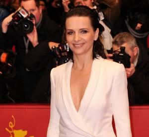 Juliette Binoche : sculpturale et décolletée en robe blanche pour la Berlinale