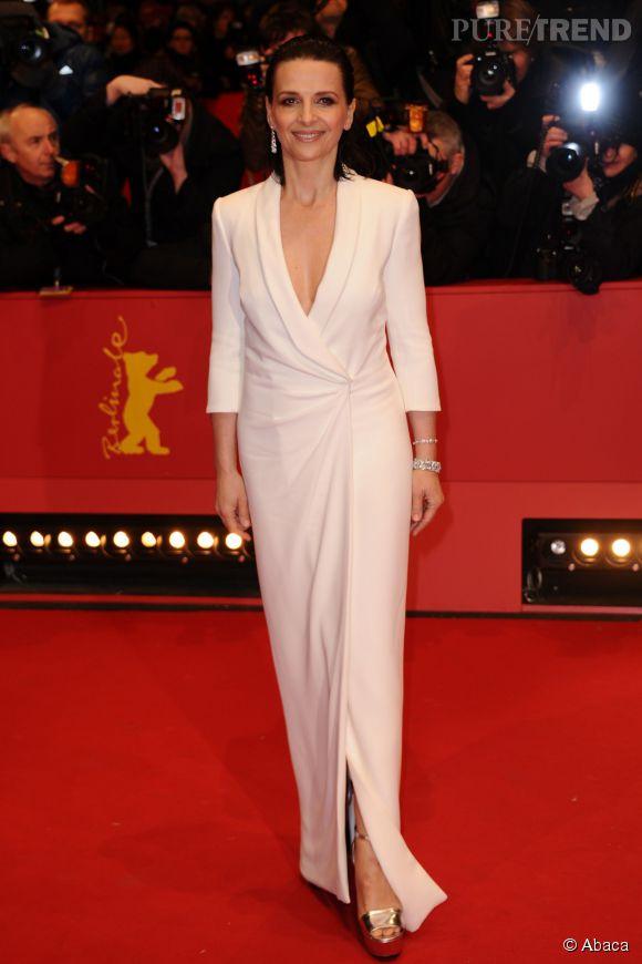 Juliette Binoche a opté pour une robe aux airs de smoking, signée Giorgio Armani.