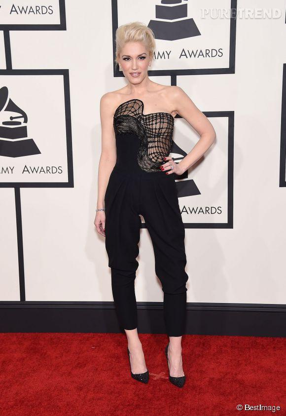 Gwen Stefani, jolie garçonne dans un ensemble Atelier Versace pour les Grammy Awards 2015.