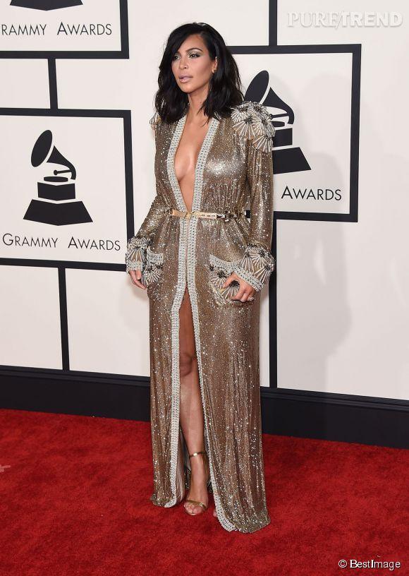 Kim Kardashian se coupe les cheveux et adopte du Jean Paul Gaultier couture pour la première fois. Quelle bonne idée !