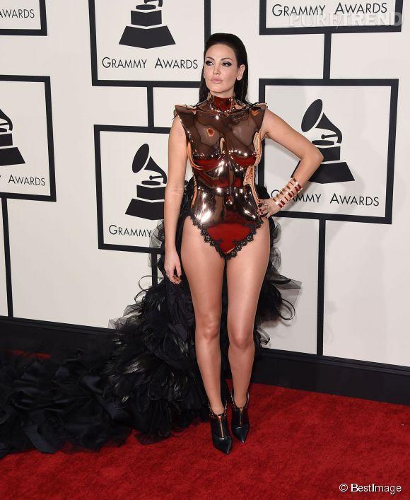 L'Albanaise toujours très dévêtue Bleona Qereti a opté pour une armure moulée.