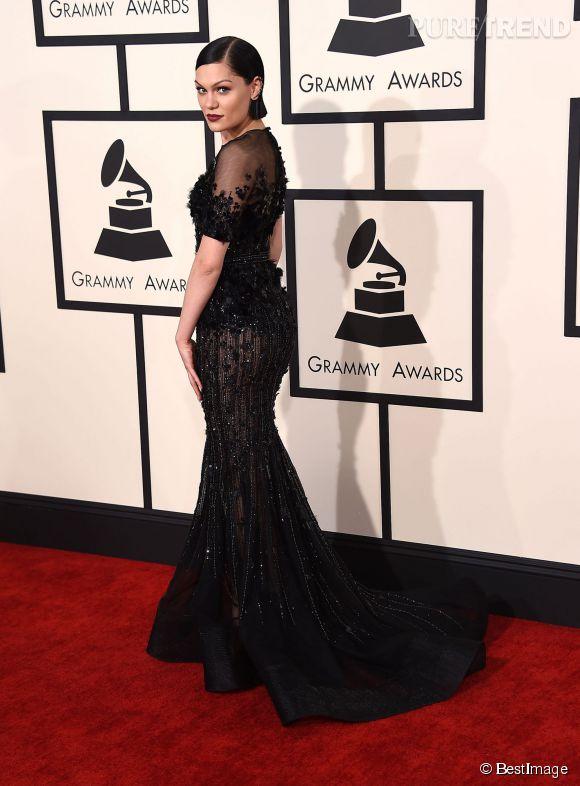 Jessie J a fait le choix de la distinction dans une robe Ralph & Russo Couture.