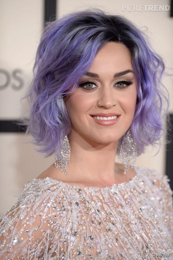 Cheveux violet et anneau à la narine, Katy Perry se transforme en poupée punk le temps d'une soirée. On valide !