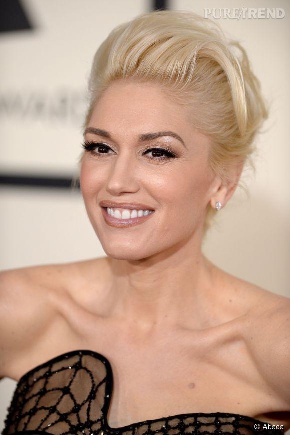 Avec Gwen Stefani, c'est rock ou rien ! La chanteuse péroxydée opte pour un chignon coque réussi.