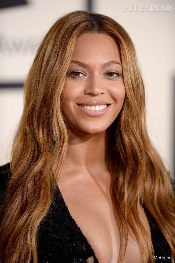 Beyoncé, tout en simplicité avec ses cheveux libres.