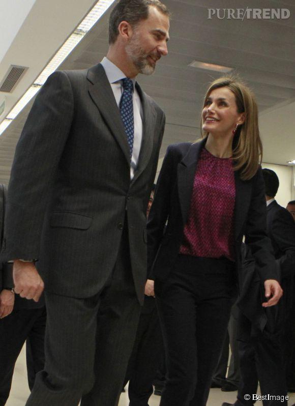 Plus souriants et complices que jamais, le roi et la reine d'Espagne étaient heureux de passer un peu de temps ensemble à l'occasion des 40 ans de l'hôpital pour paraplégiques de Tolède, ce 10 février 2015.