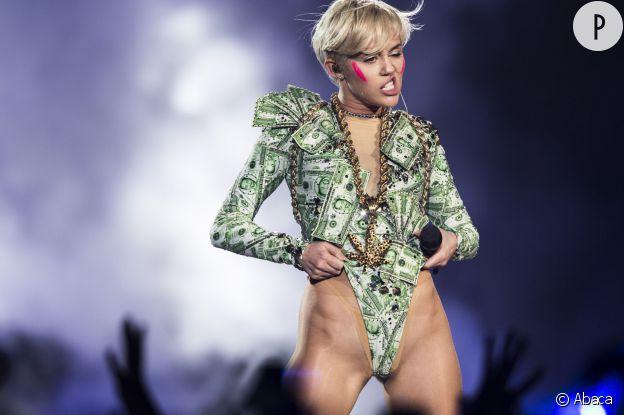 Miley Cyrus, après ses conseils en masturbation, la chanteuse se fait sexologue dans une interview pour E! Online.