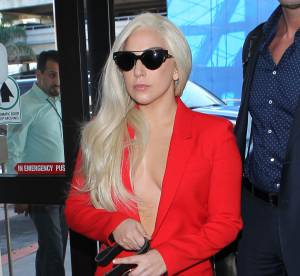 Lady Gaga nue sous son blazer : la chanteuse enflamme LA