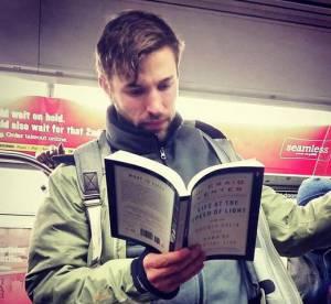 Hot Dudes Reading : le compte Instagram qui va faire tourner les têtes