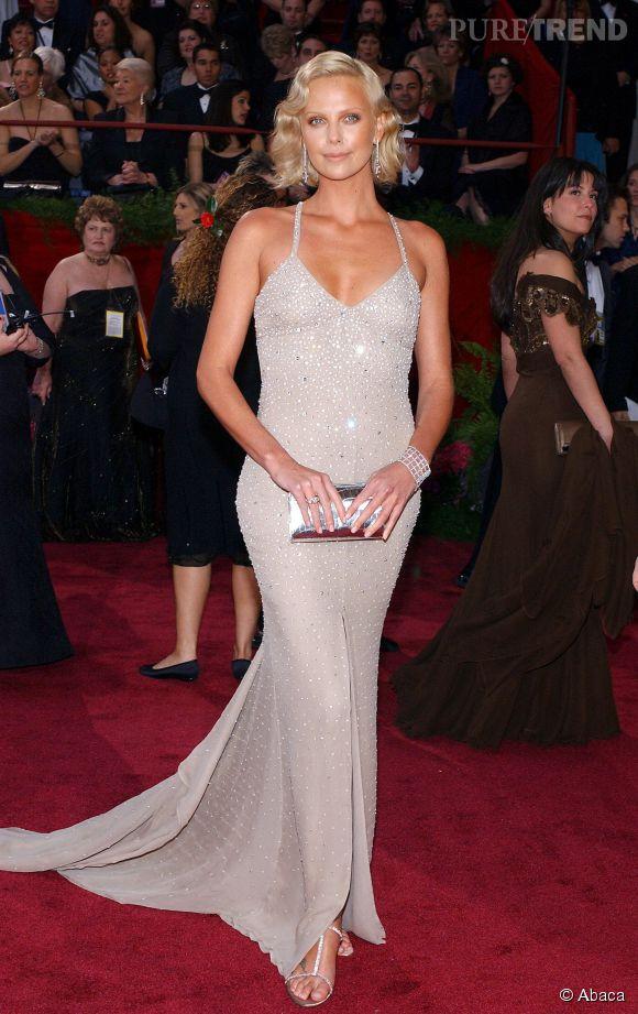 Charlize Theron en Gucci lors des Oscars 2004.