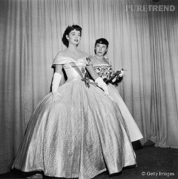 Marla English habillée par la costumière Edith Head récompensée lors des Oscars 1954.