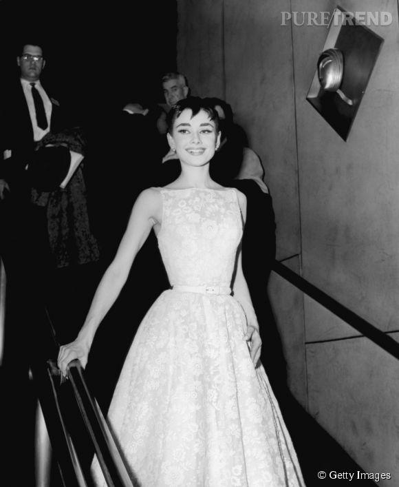 Audrey Hepburn en Givenchy lors des Oscars 1954.