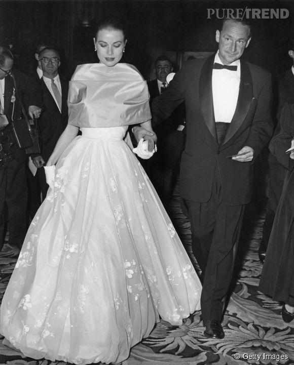 Grace Kelly lors des Oscars 1956.